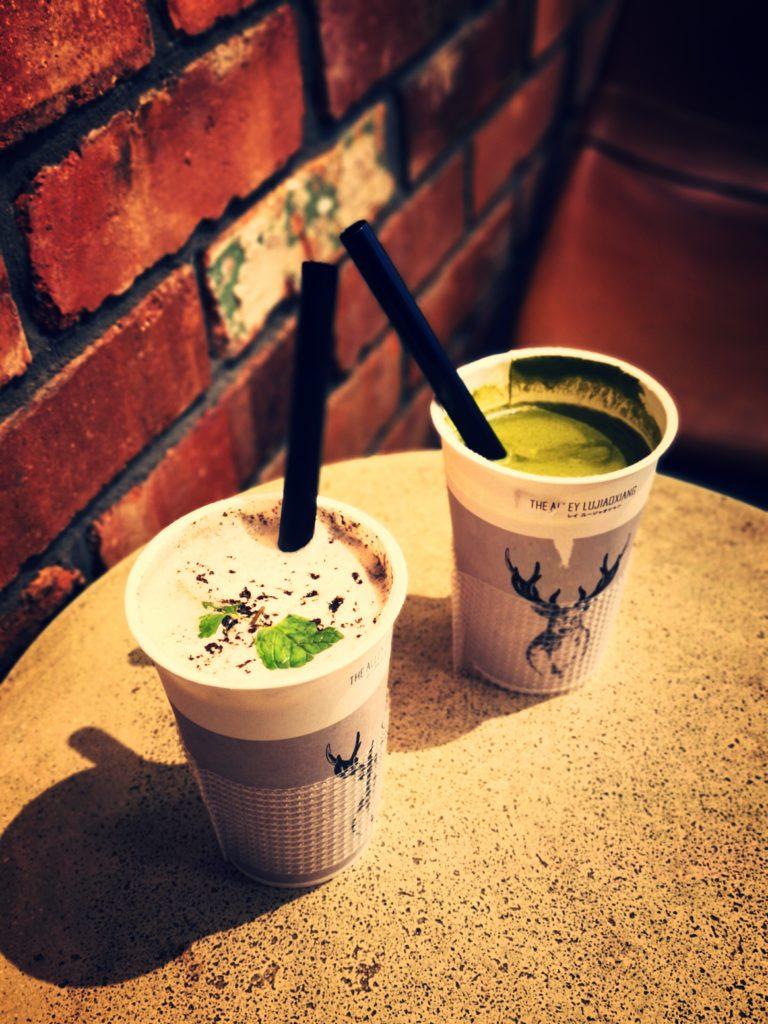 「黒糖抹茶ラテ」と「盆栽タピオカミルクティー」