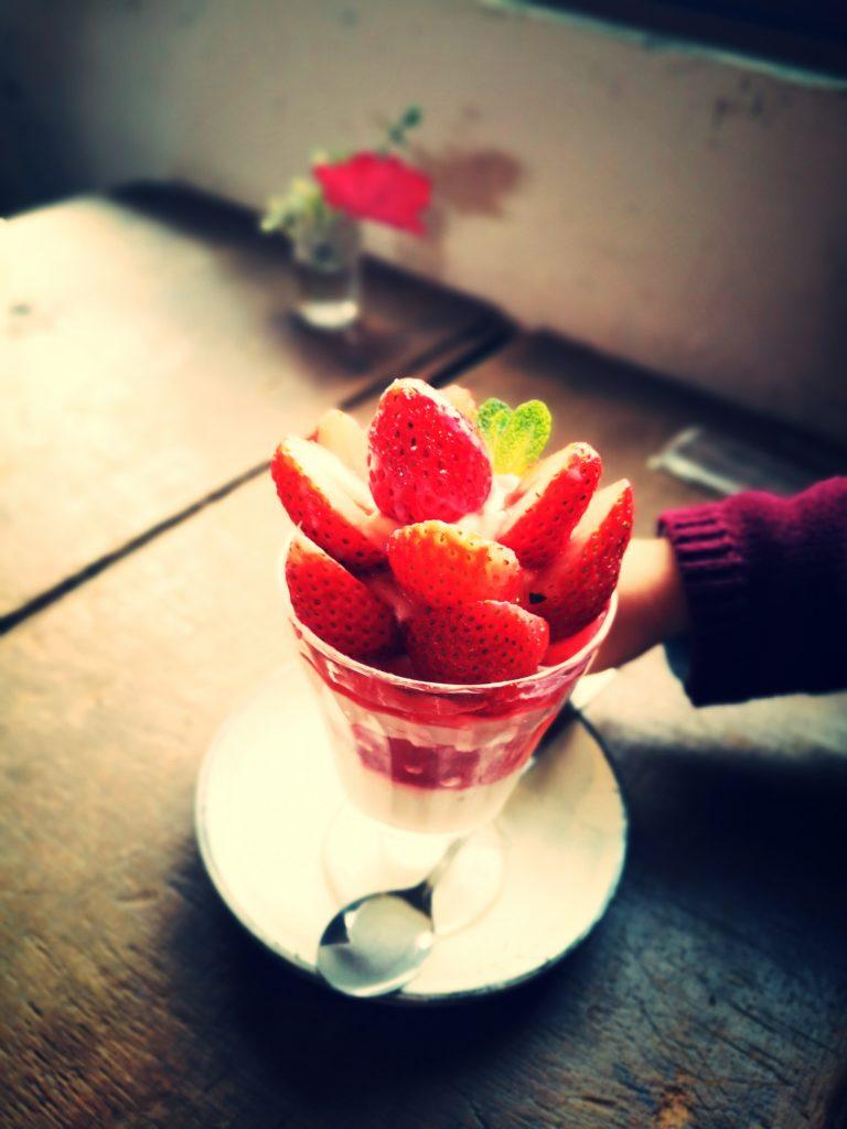 カフェ oniwa イチゴパフェ