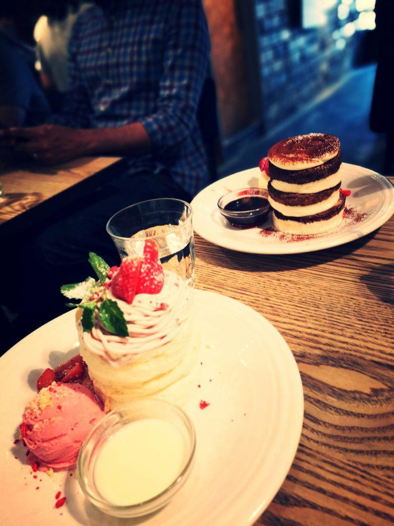 バーンサイドストリートカフェ プレミアムティラミスパンケーキ ストロベリーモンブランパンケーキ